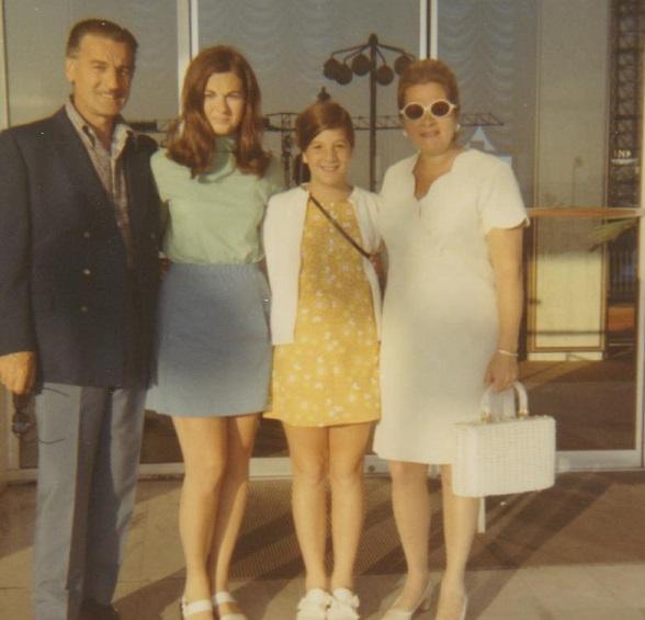 Romeo - pic # 2 - Lisa, Cathy, parents at hotel